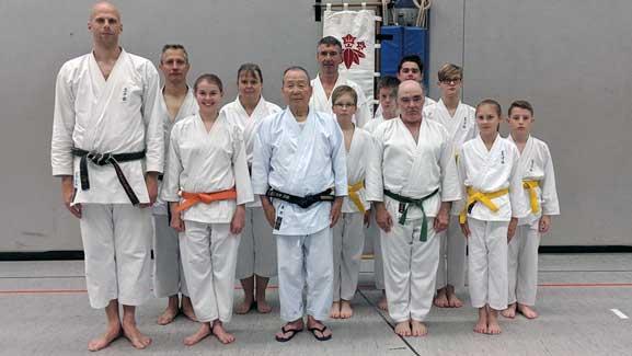 Orange, grün und violett  – TVE Karateka erfolgreich bei Prüfungen